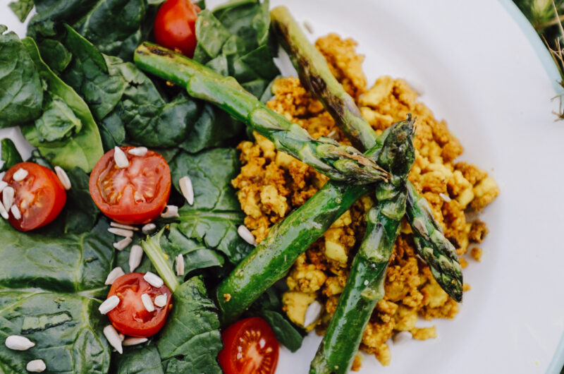 Spinach tomato salad with scrambled tofu and roasted green asparagus